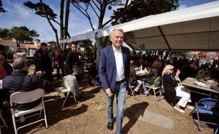 """Le Premier ministre Jean-Marc Ayrault a demandé dimanche aux dirigeants de l'UMP de clarifier leur position vis à vis du Front National, en estimant qu'ils jouent """"avec le feu"""", a-t-il dit lors de la Fête de la rose du Parti Socialiste de Loire-Atlantique à Préfailles."""