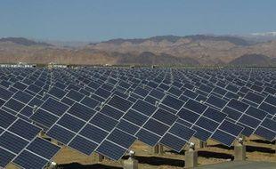 Un champ de panneaux solaires à Hami, dans le nord-ouest de la Chine, le 8 mai 2013