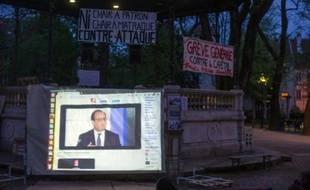 La prestation de Hollande suivie par des manifestants de Nuit Debout le 14 avril 2016 à Besançon