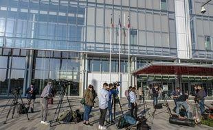 Le procès des attentats de janvier 2015 suspendu jusqu'au 12 novembre au moins après que trois des accusés ont été testés positifs au coronavirus.