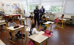 Emmanuel Macron en visite dans une école de Poissy, dans les Yvelines, le 5 mai 2020.