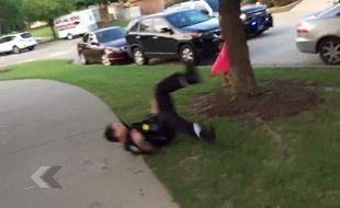 Un policier américain qui manifestement en fait un peu trop - Le Rewind (video)