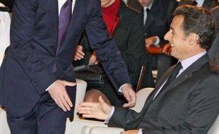 """Quelques heures plus tôt, le président Dmitri Medvedev avant annoncé à la World Policy Conference à Evian (est de la France) que le retrait serait effectif dès mercredi """"avant minuit"""". Nicolas Sarkozy, président en exercice de l'Union européenne, a immédiatement salué, lors de cette même conférence, son homologue russe pour avoir tenu """"sa parole""""."""
