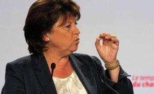 """Martine Aubry, qui doit bientôt passer la main au poste de premier secrétaire, a affirmé vendredi sur RTL qu'elle annoncerait """"la semaine prochaine"""" le nom du candidat à sa succession, après en avoir discuté avec Jean-Marc Ayrault."""