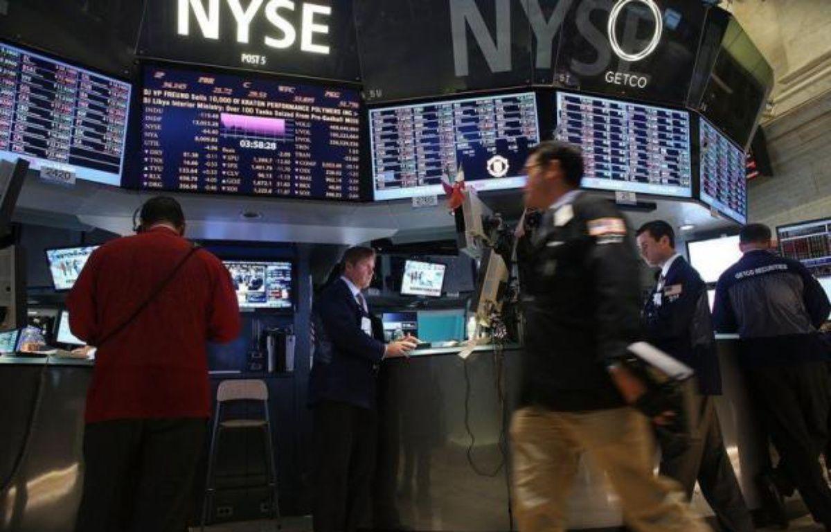 Wall Street a débuté la séance en hausse mercredi, stimulée par la décision de la justice allemande de valider le nouveau fonds de secours européen et l'espoir de nouvelles mesures de la Banque centrale américaine (Fed): le Dow Jones gagnait 0,21% et le Nasdaq 0,39%. – Spencer Platt afp.com