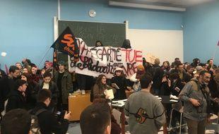 Des étudiants ont empêché la conférence de François Hollande
