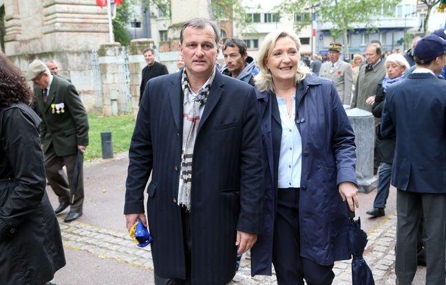 Louis Aliot et Marine Le Pen lors de la commémoration du 71ème anniversaire de la victoire du 8 mai 1945, le 8 mai 2016 à Perpignan