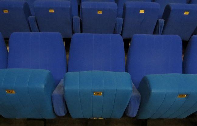 Les fauteuils du studio 105 mis en vente aux enchères à Radio France