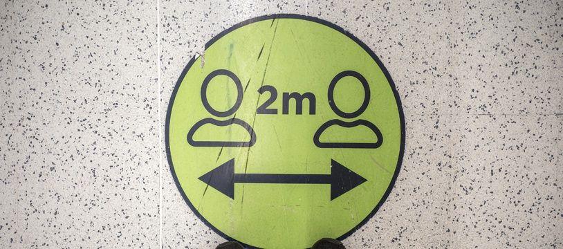 Le gouvernement a décidé de modifier la distanciation sociale, jusqu'ici d'un mètre, elle passera à deux mètres.