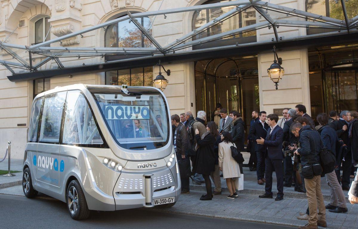 Navya présente son véhicule électrique sans chauffeur à Paris, le 30 septembre 2015. – ROMUALD MEIGNEUX/SIPA