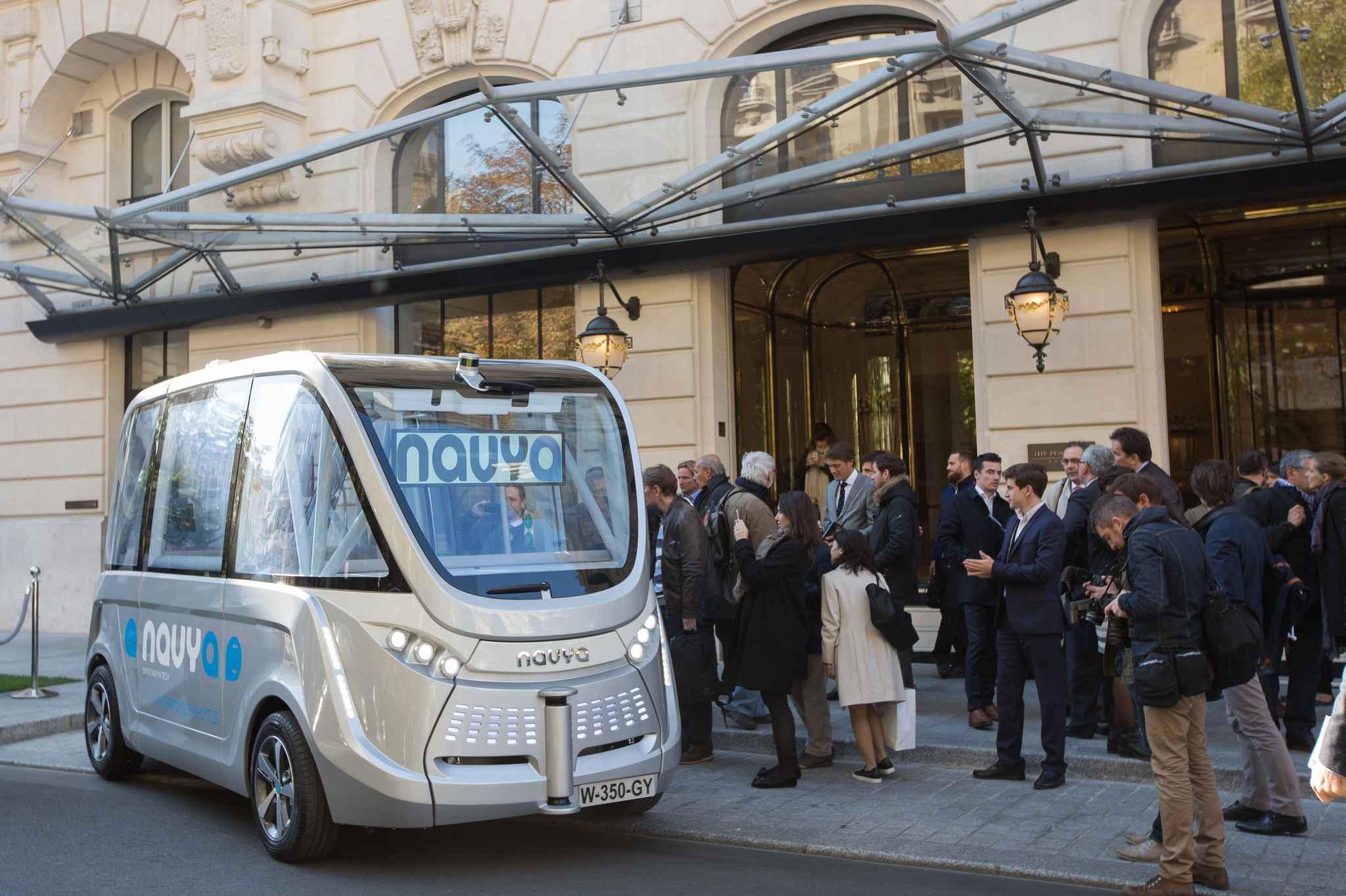paris  transports minibus chauffeurs avant