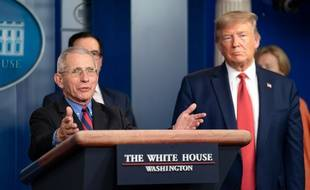 Le Dr Anthony Fauci aux côtés de Donald Trump lors d'un briefing sur le coronavirus le 25 mars 2020.