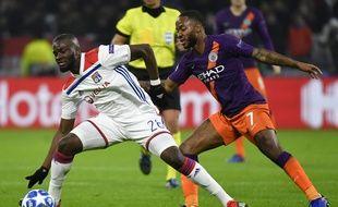 Ici opposé à Raheem Sterling, Tanguy Ndombele a notamment marqué les esprits cette saison contre Manchester City, à l'aller comme au retour. JEFF PACHOUD