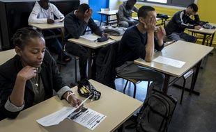 750 000 lycéens et lycéennes ont poursuivi les écrits du bac ce lundi matin.