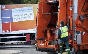 La collecte de déchets à Serre-les-Sapins, dans la communauté de commune de Besançon le 17 octobre 2012.