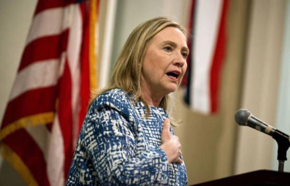 """La secrétaire d'Etat américaine Hillary Clinton s'est entretenue dimanche au Caire avec de hauts responsables militaires égyptiens, après avoir apporté son """"soutien ferme"""" à la transition du pays vers la démocratie. – Brendan Smialowski afp.com"""