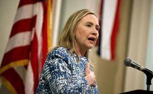 """La secrétaire d'Etat américaine Hillary Clinton s'est entretenue dimanche au Caire avec de hauts responsables militaires égyptiens, après avoir apporté son """"soutien ferme"""" à la transition du pays vers la démocratie."""