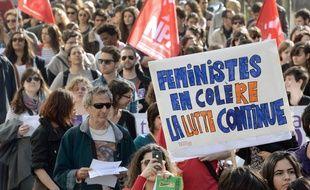 Des milliers de femmes ont défilé samedi 8 mars 2014 à Paris pour défendre leurs droits.
