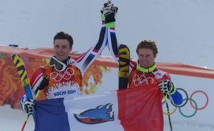 Les skieurs français Steve Missillier et Alexis Pinturault, lors de leur deuxième et troisième place au géant olympique de Sotchi.
