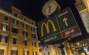 Malgré l'opposition de plusieurs cardinaux, qui en avaient appelé au pape François, le géant américain de la restauration rapide s'est installé en janvier 2017 près de la place Saint-Pierre de Rome.