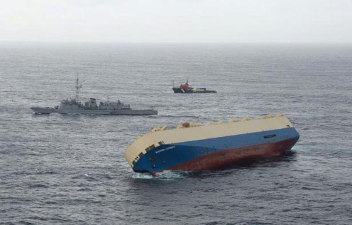 """Photo fournie par la Marine nationale le 29 janvier 2016 du cargo """"Modern Express"""" à la dérive le 28 janvier 2016 dans le Golfe de Gascogne – Handout MARINE NATIONALE"""