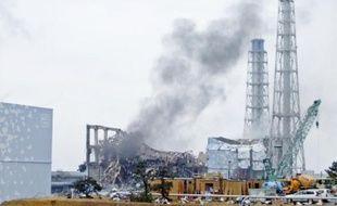 De nouveaux panaches de fumée se sont échappés hier des réacteurs de la centrale nucléaire de Fukushima.