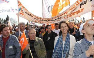 Ségolène Royal marche avec les salariés de Heuliez, le 23 mars à Cerizay.