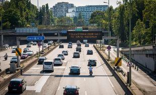 (Illustration) La circulation différenciée était en vigueur à Paris et dans sa petite couronne, le 25 août 2019, en raison d'un épisode de pollution à l'ozone. Ici, le périphérique parisien, porte de Champerret.