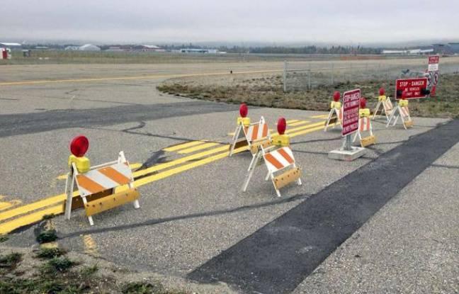 L'aéroport de Fairbanks, en Alasaka (Etats-Unis), a mis en place des barrières après que des automobilistes, mal conseillés par leur iPhone, se sont introduits sur les pistes. Septembre 2013.