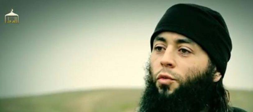 Capture d'écran, réalisée le 10 mars 2015, d'une vidéo diffusée par Daesh du djihadiste français Sabri Essid.