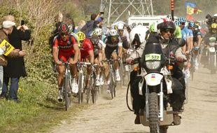 Les pavés de Paris-Roubaix, ennemis des coureurs du Tour de France.