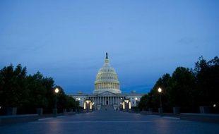 Etats-Unis: le Congrès adopte un compromis budgétaire relevant le plafond de la dette jusqu'en 2017, écartant tout risque de défaut de paiement