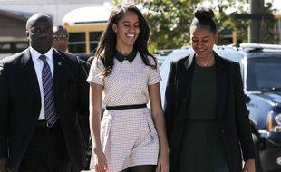 Malia (à gauche) et Sasha Obama, le 7 mars 2015 à Selma, aux Etats-Unis.