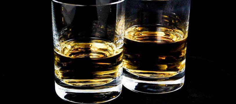 Des verres contenant de l'alcool (illustration).