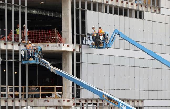 Des ouvriers sur un chantier de construction (Illustration).