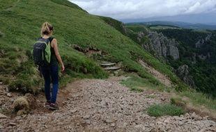 Une randonneuse dans le massif des Vosges.
