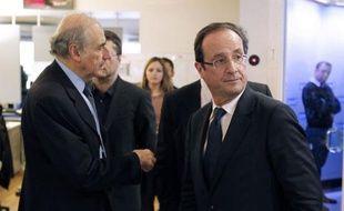 """François Hollande, candidat PS à l'Elysée, a affirmé mercredi sur France 2 que l'objectif de Nicolas Sarkozy de divisier par deux l'immigration était un """"faux objectif"""" et qu'il ne """"serait jamais atteint"""""""