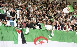 Les supporters algériens durant le match amical de leur pays contre la Colombie.