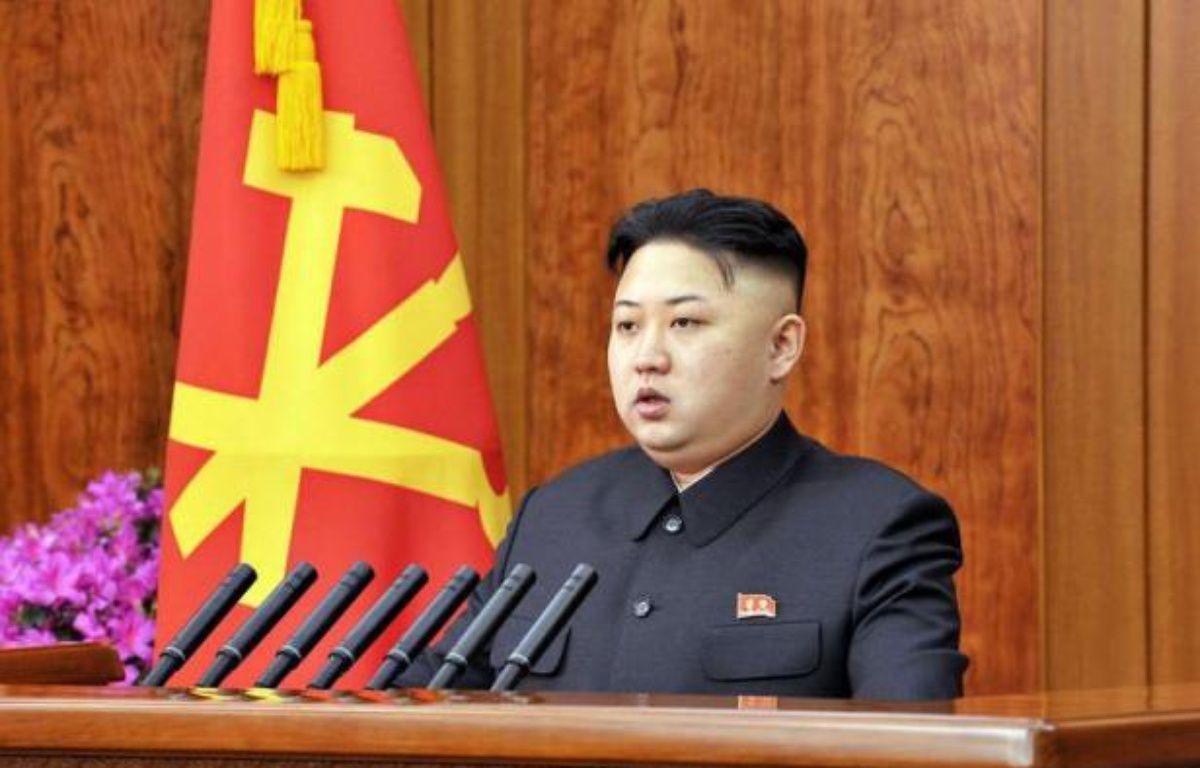 """Le dirigeant nord-coréen Kim Jong-Un a annoncé mardi un """"virage radical"""" pour redresser l'économie exsangue du pays tout en réaffirmant les ambitions militaires du régime après le tir réussi d'une fusée considérée par ses détracteurs comme un missile balistique. –  afp.com"""