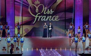 Sylvie Tellier, directrice générale de la société Miss France, et Jean-Pierre Foucault lors de l'élection de Miss France, le 7 décembre 2013 à Dijon