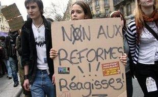 Le mouvement, ancré en région parisienne, où six manifestations ont déjà eu lieu, est contraint à une pause avant la nouvelle journée d'actions - avec parents et enseignants - prévue le 15 mai, un mois pile avant le bac.