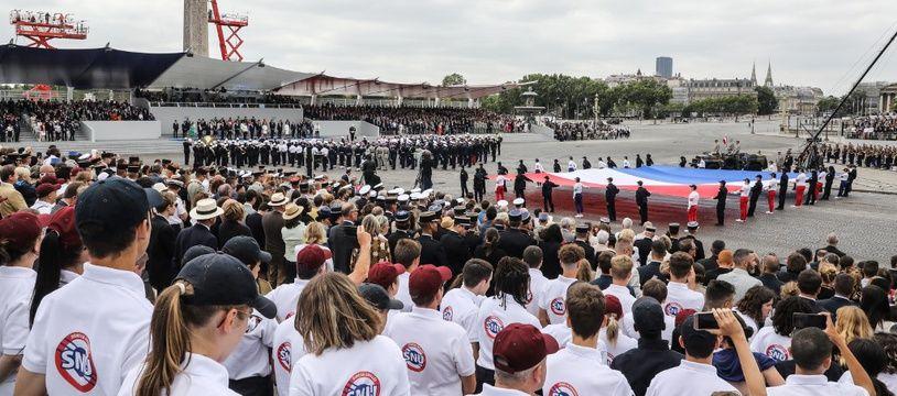 Des jeunes du service national universel lors de la cérémonie du 14-Juillet sur les Champs-Elysées, à Pairs, le 14 juillet 2019.