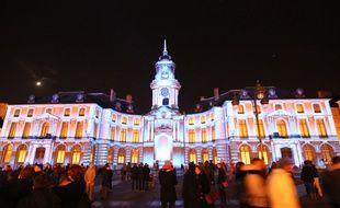 L'Hôtel de ville de Rennes illuminé pendant les fêtes de fin d'année en 2014.