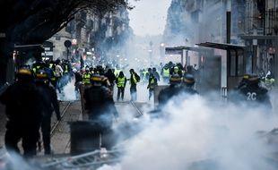 Affrontements entre forces de l'ordre et gilets jaunes, le 8 décembre 2018 à Bordeaux.