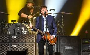 Paul McCartney sur scène au Save Mart Center de Fresno (Californie), le 13 avril 2016.