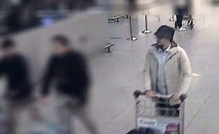 Image extraite de la vidéo diffusée par la police belge pour tenter d'identifier le 3e homme des attentats de l'aéroport de Bruxelles.