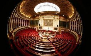 L'Assemblée, dont les couloirs bruissaient de réactions au nouveau sommet franco-allemand et à la menace ravivée sur la note française, a voté mardi le projet de budget rectificatif 2011 de fin d'année, étoffé de mesures de rigueur du plan Fillon II, notamment sur la TVA.