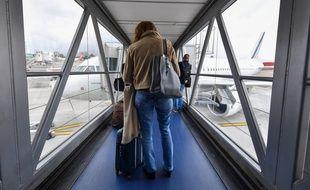 Dans une passerelle d'accès aux avions de l'aéroport de Nice, le 13 novembre 2020