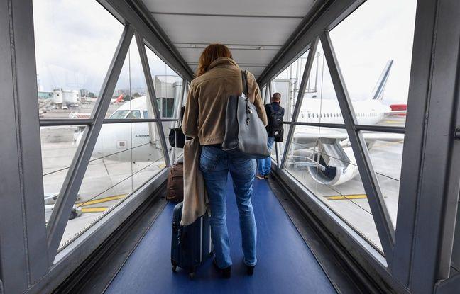 648x415 dans une passerelle d acces aux avions de l aeroport de nice le 13 novembre 2020
