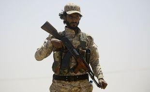 Un membre des Forces démocratiques syriennes (FDS), qui, avec le soutien de Washington, ont lancé le 6 juin 2017 l'assaut pour reprendre la ville de Raqa au groupe Etat islamique, dont c'est le bastion syrien.